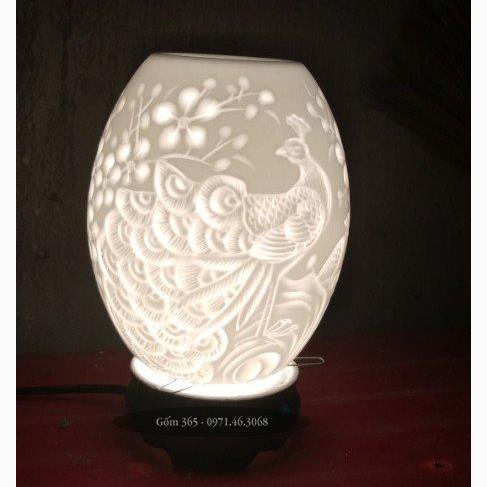 Đèn xông tinh dầu Bát Tràng khắc chim công