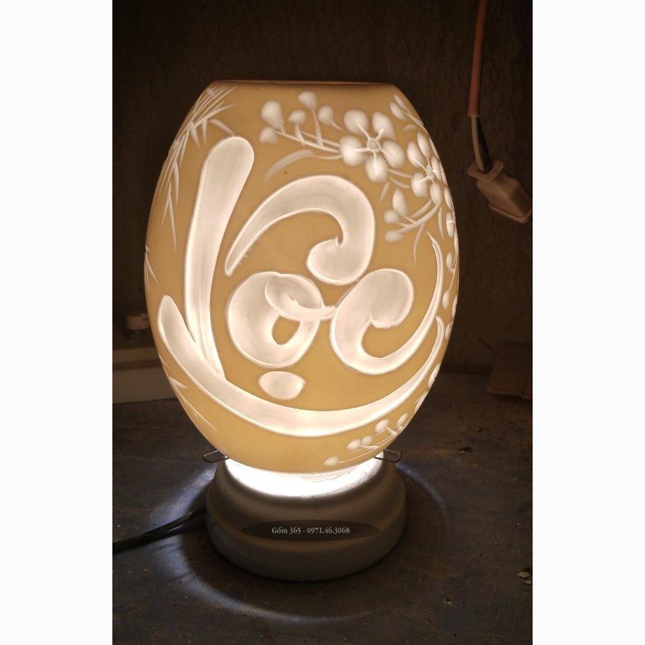 Đèn xông tinh dầu Bát Tràng khắc chữ lộc thư pháp dáng trứng