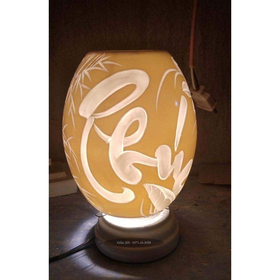 Đèn xông tinh dầu Bát Tràng khắc chữ phúc thư pháp dáng trứng