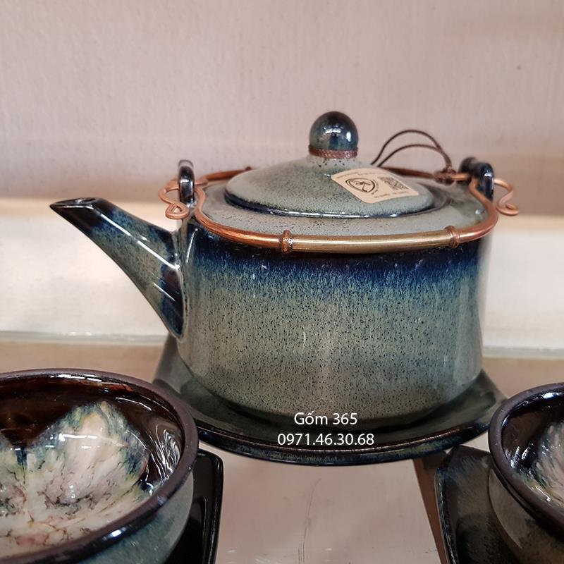 Ấm pha trà men hỏa biến thanh bạch dáng ba chân chén hoa