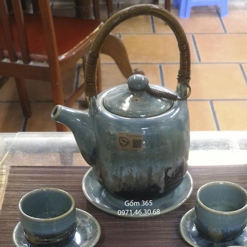 Ấm trà Bát Tràng men hỏa biến xanh ngọc quai mây
