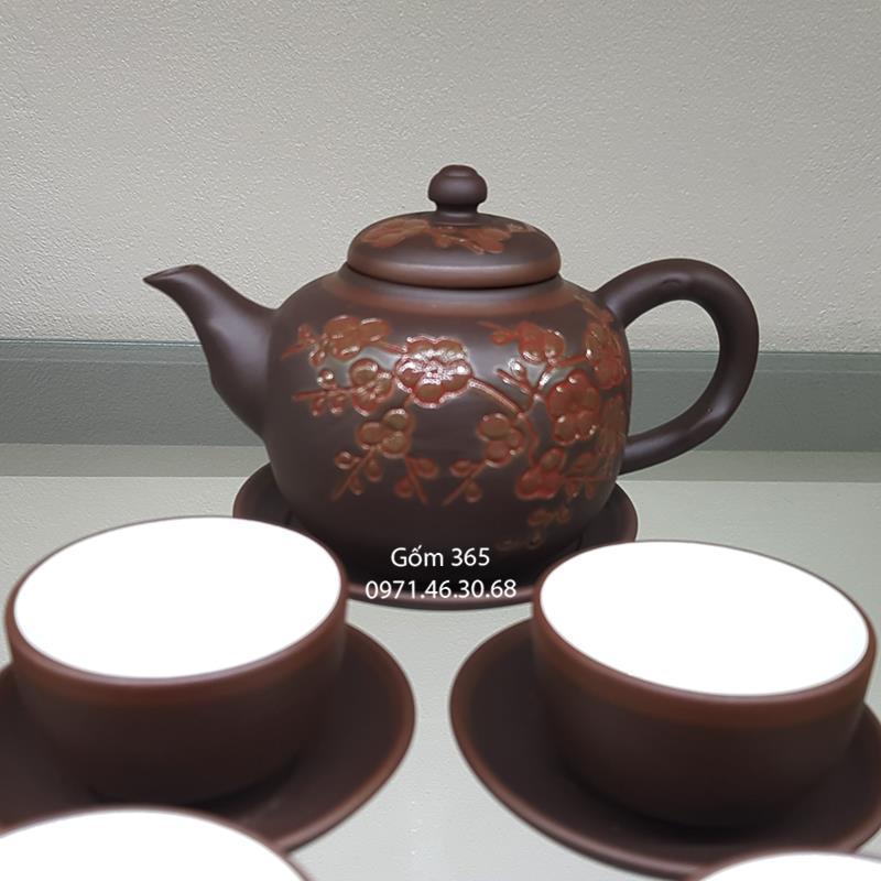 Ấm trà tử sa Bát Tràng khắc hoa đào đỏ
