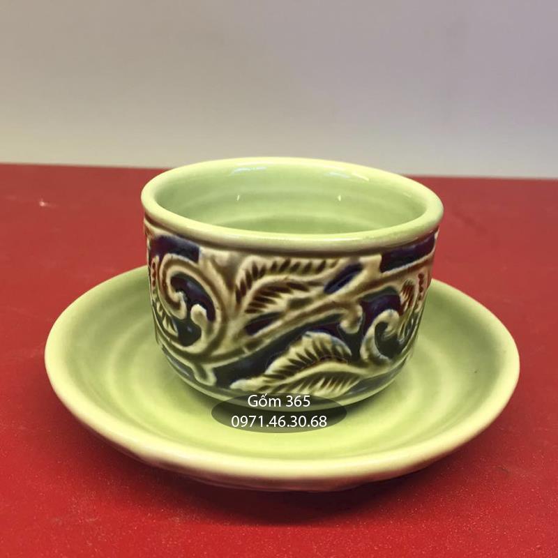 Bộ tách trà khắc nổi hoa phù dung men xanh