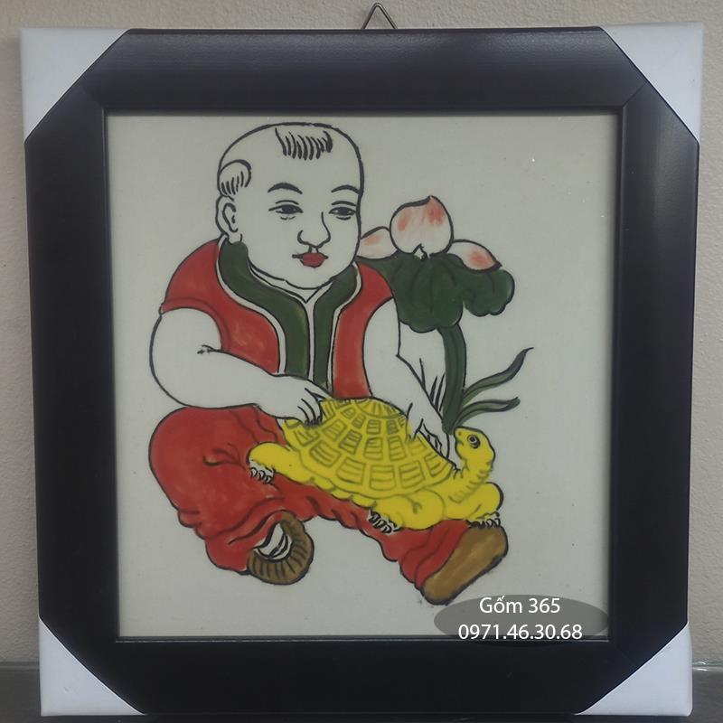 Tranh sứ Bát Tràng - Tranh Lễ Trí - Em bé ôm rùa
