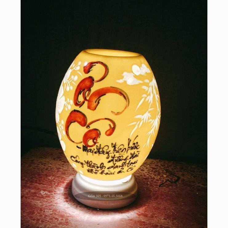 Đèn xông tinh dầu Bát Tràng khắc ơn cô thư pháp men màu
